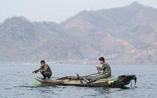 八朝鲜男子被海浪冲上日本北部海岸