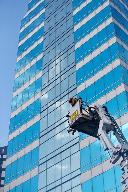 今年5月,奥克兰市中心(CBD)一栋高层建筑曾遭遇火灾报警。(Phil Walter/Getty Images)