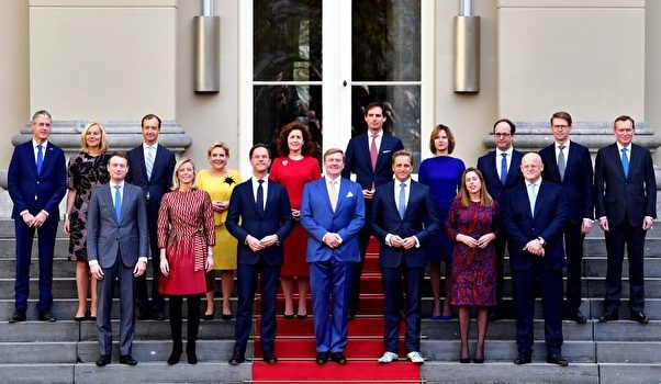来自四党比例匀称 荷兰新内阁宣誓就职