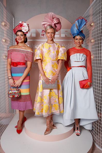 迈雅时尚女士最佳观赛着装奖冠亚季军,中间为冠军Holly Stearnes。(Daniel Pockett/Getty Images)