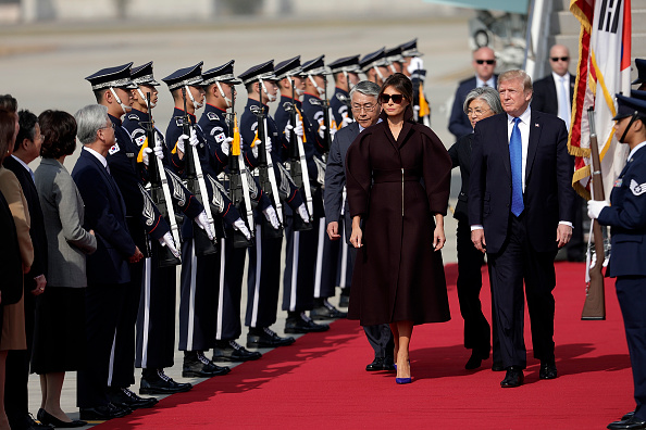 川普已抵韓 先訪駐軍 展開24小時國事訪問