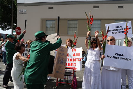視覺藝術家協會會長劉雅雅 (Ann Lau) 表示,為呼籲並關注全球民主運動,今年特別藉古巴政治犯妻子所組成的「白衣女士」(Ladies in White) 造型參與遊行,讓觀看遊行的民眾看見、聽見受極權迫害者追求人權的心聲。(徐綉惠/大紀元)