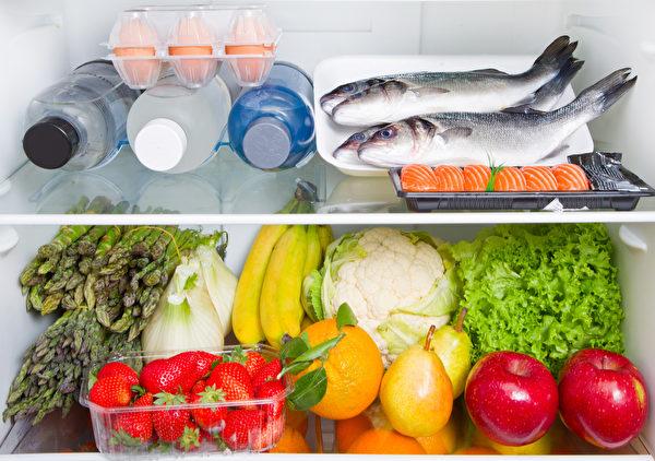 冰箱里食物失去新鲜度,发霉、腐坏,大多因为不当使用冰箱所致。(Shutterstock)