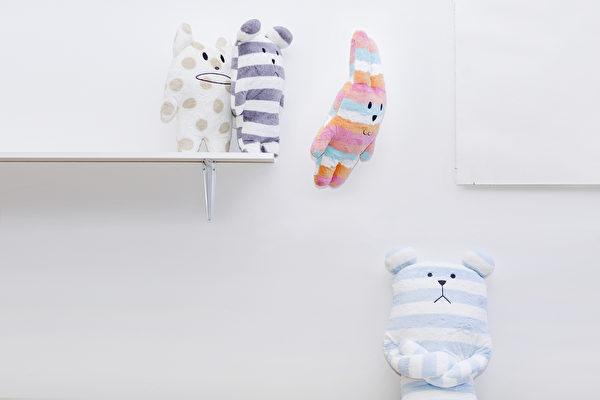 據行為治療師霍莉的觀察,體型較大、四肢較長的毛絨玩具對自閉症兒童緩解焦慮很有幫助。(Craftholic提供)