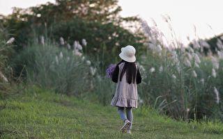 众人急寻3岁童 远方来客找到了她 但新问题来了