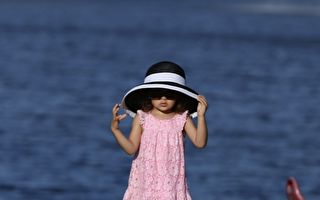 奇迹!两岁盲眼小女孩第一次看到妈妈的动人时刻