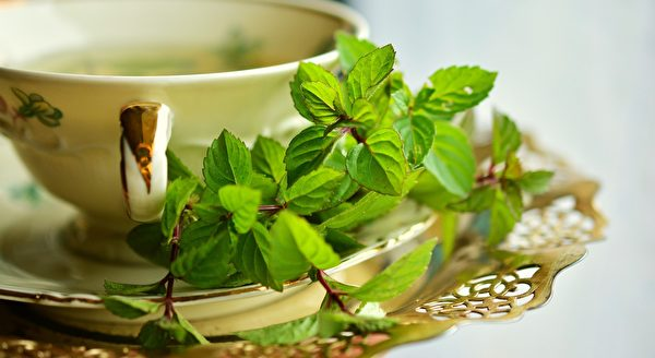 不管他買多貴的茶葉,老闆總會送他半兩更好的。(pixabay)