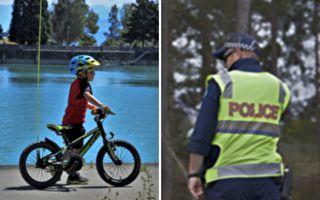 美国警察拦住一名骑自行车男孩开了一张罚单 理由你一定猜不到