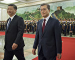 South Korean President Moon Jae-In (R) and Chinese President Xi Jinping (L) review the Chinese honour guard during a welcome ceremony at the Great Hall of the People in Beijing on December 14, 2017. / AFP PHOTO / POOL / Nicolas ASFOURI AND NICOLAS ASFOURI (Photo credit should read NICOLAS ASFOURI/AFP/Getty Images)