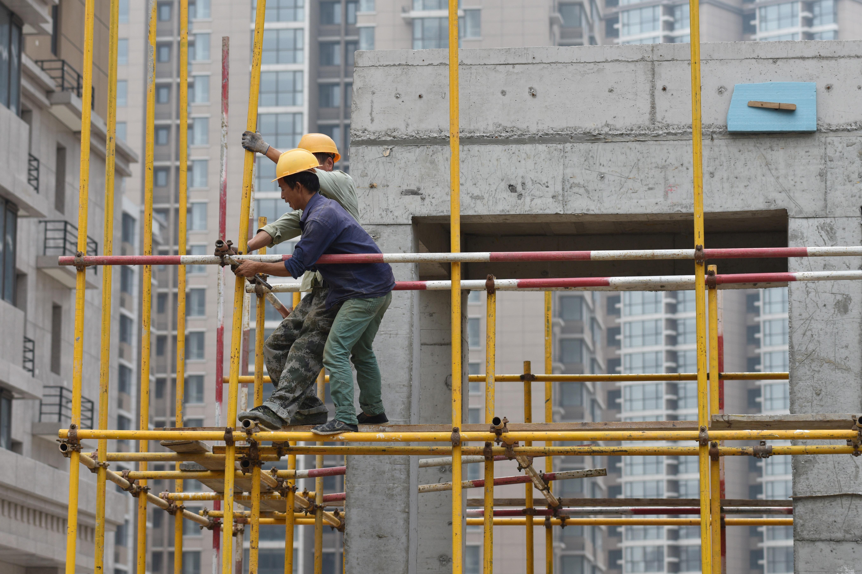 許多經濟學家預測2020年中國GDP增速可能低於6%。圖為2017年北京一處建築工地。 (GREG BAKER/AFP/Getty Images)
