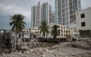 中共经济工作会议刚结束,12月21日,银监会提银行业防控房地产领域风险。(NICOLAS ASFOURI/AFP/Getty Images)