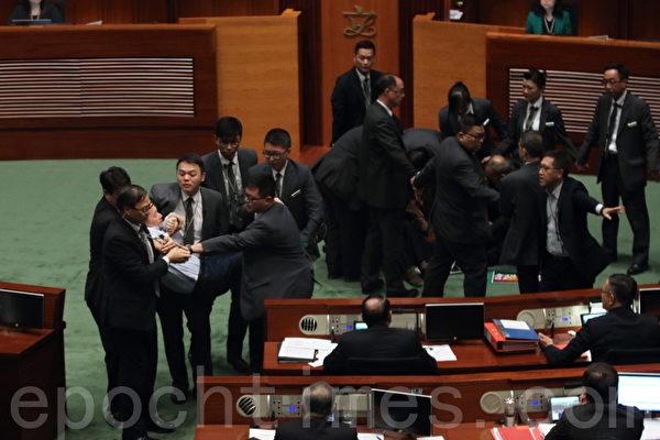 民主派力阻修改《議事規則》