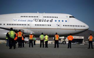 美聯航客機起飛時爆胎