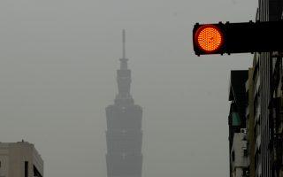 陆PM2.5爆表 跨年夜空污罩全台