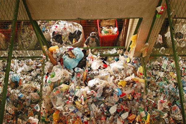中国禁止进口洋垃圾 美回收业该怎么办