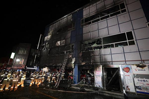 韩国健身大楼大火 至少29死 民众跳楼逃生
