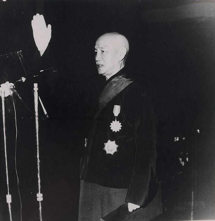 一九六六年,蔣介石於中山堂宣誓連任中華民國第四任總統。胡崇賢攝影。(公有領域)