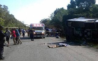 载皇家加勒比游客大巴墨西哥翻车 数十死伤