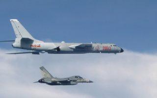 中共军机频绕台 台湾七成三的人无法接受