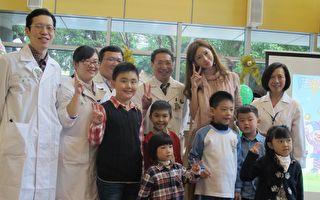 林志玲捐儿医设备 探望病童
