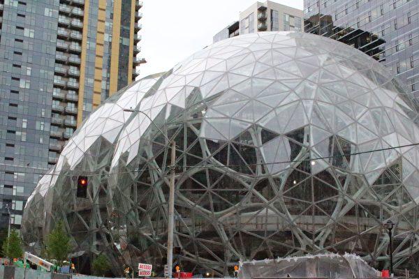 亞馬遜在西雅圖的最新辦公大樓「球體」(Spheres)下週正式啟用。(GLENN CHAPMAN/AFP/Getty Images)
