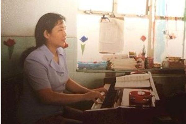 武汉幼师被关黑监狱 女儿美国谈眼中的妈妈