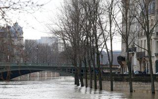 塞納河暴漲 遊船停駛羅浮宮警戒