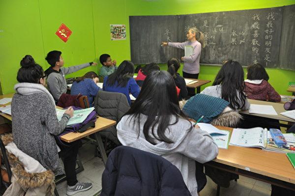 師生教學實況。(駐法國台北代表處提供)