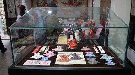 郑淑琴老师的衣服折纸作品。