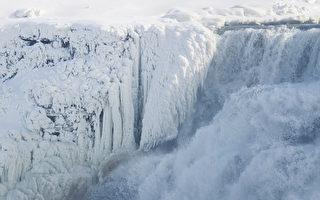 组图:尼亚加拉大瀑布冰封绝景 令游客惊叹