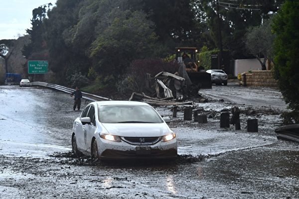 加州泥石流摧毀百棟民宅 高速變泥水河