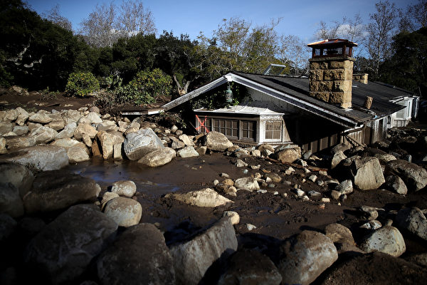 加州泥石流17死43失踪 男子挖泥4英尺救嬰兒