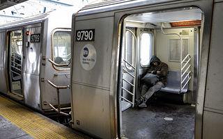 地鐵上 男子脫下鞋 襪子在滴血 可之後的一幕讓人感動