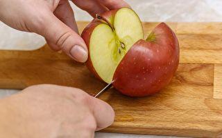 校園霸凌課 老師讓大家傳2個蘋果 切開後全班震驚