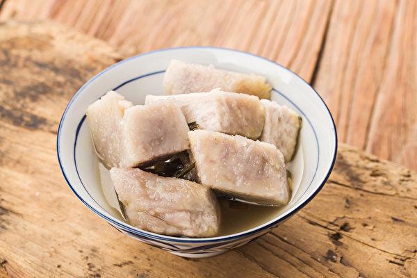 中医认为,芋头性平和,补中益气,养精补髓,对肾脏和肝脏都有调理养护的作用。(Shutterstock)