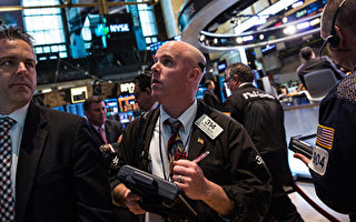 美國股市暴跌 道瓊斯指數週一下挫1175點