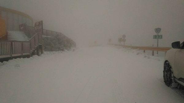 玩雪了! 北台灣急凍高山降雪 民眾堆雪人