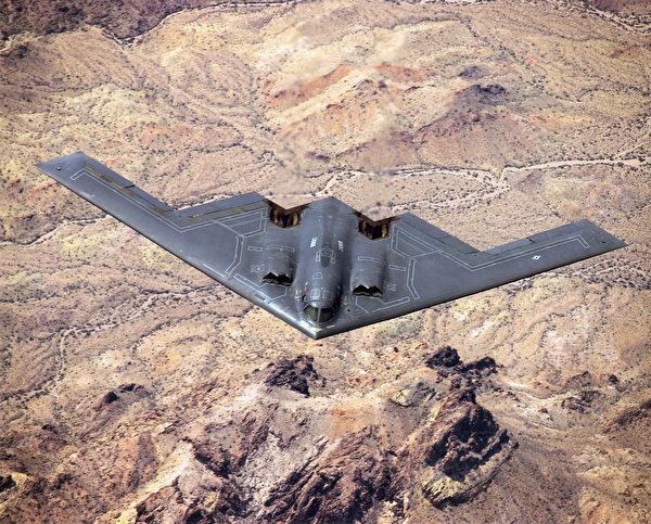B-2隱形轟炸機的俯視照片。(維基百科公有領域)