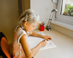 如何帮助孩子克服作业难关