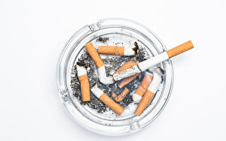 美国女子厌恶烟蒂乱丢 3年多捡100万根
