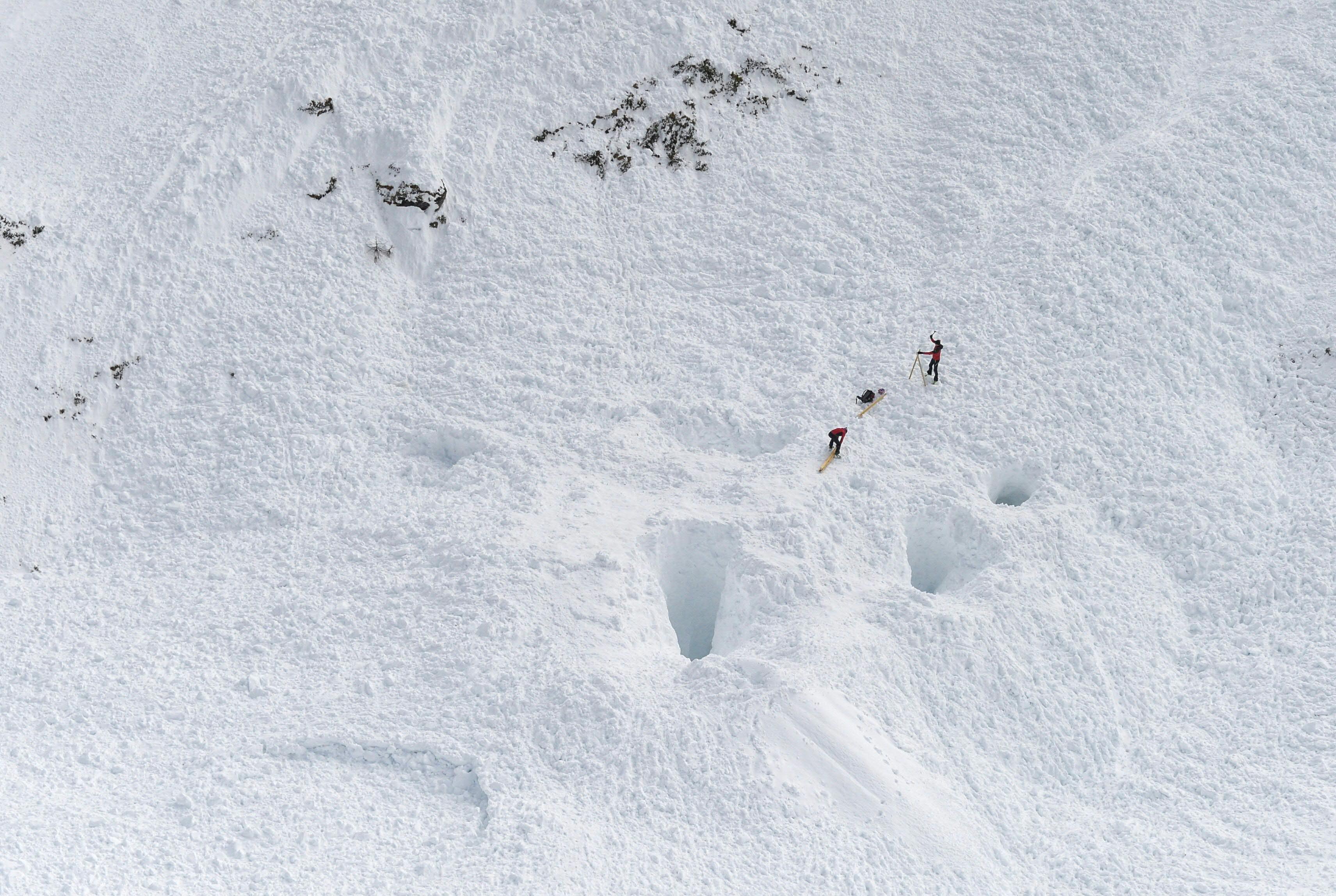 當雪崩發生的時候,如果沒有雪崩空氣包,很可能會被大雪埋沒,從而性命不保。(ZEITUNGSFOTO.AT/AFP/Getty Images)