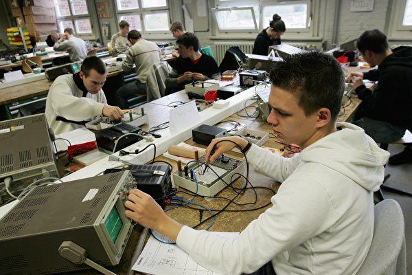 德國是歐洲強國,被視為職業發展中心,65%的受訪者認為在德國工作富有成效。(Sean Gallup/Getty Images)