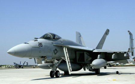 """外传空军有意采购美国""""大黄蜂""""战斗机F/A-18,加强我方空优战力。"""