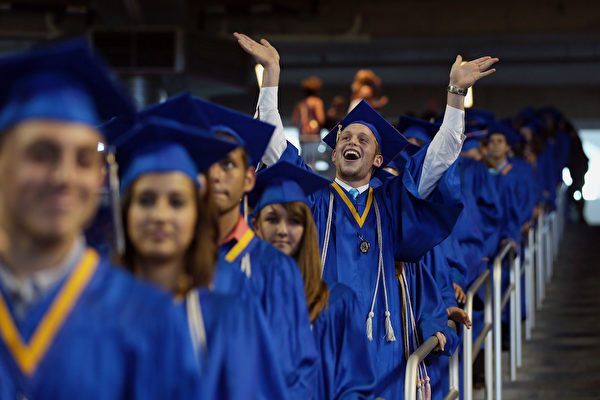 俄勒冈州2017年高中毕业率上升两个百分点
