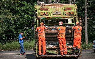 一群垃圾工人这样收垃圾 紧随其后的车主惊讶地拿出了手机