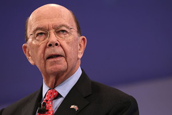 美国商务部长罗斯周四在彭博社节目指出,一些投资人过于担心川普总统的外交政策对经济可能带来的风险。实际上,提高关税对美国通货膨胀率不会产生大影响。(DANIEL LEAL-OLIVAS/AFP/Getty Images)