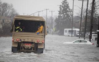 週五(3月2日),強烈冬季風暴nor'easter氣團侵襲美國東部沿海地區,帶來暴雨強風和大雪,同時美國西海岸地區也遭受風暴襲擊。圖為麻省的一處街道。(Scott Eisen/Getty Images)