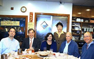 高雄美國學校師生訪華埠
