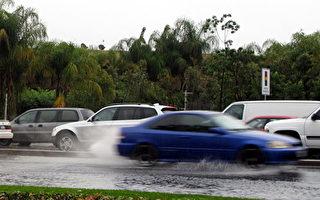 菠萝快车风暴临 南加三万人被疏散