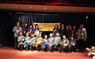 張大使夫婦與內埔國小師生合影(駐法國台北代表處提供)